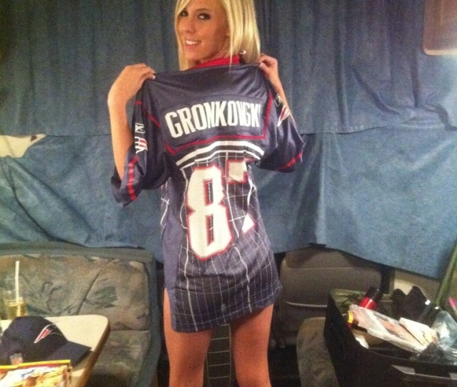 Bibi Jones And Her Rob Gronkowski Jersey Are Ready For Super Bowl Sunday