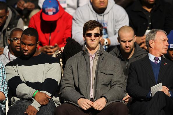 http://www.zimbio.com/photos/Justin+Tuck/New+York+Giants+Super+Bowl+XLVI+Victory+Parade/4B1wtyHEPxw