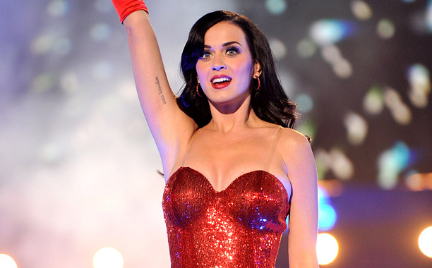 """The USO Presents """"VH1 Divas Salute The Troops"""" - Roaming Inside"""